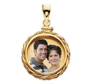 14k Gold Twisted Round Rope Photo Pendant